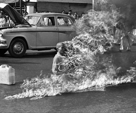 """The cropped alternate version of Browne's photograph, commonly known as """"The Burning Monk"""". Photograph by Malcolm Browne (1963)."""